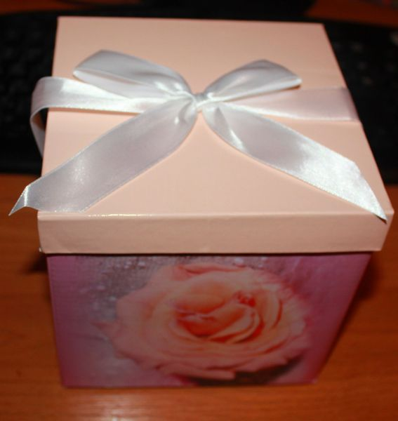 Как оформить подарок внутри коробки